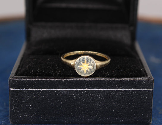 A 9ct child's gold signet style ring, size H, weighing