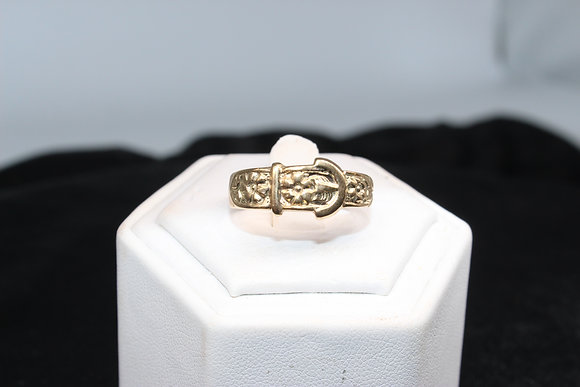 A 9ct gold ring, size U, weighing 3.7g
