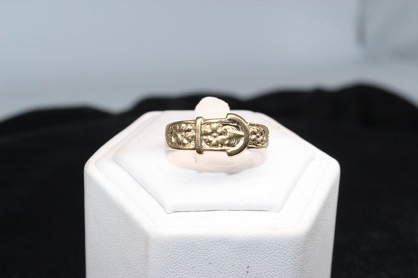 A 9ct gold ring, size U, weighing 3.7g