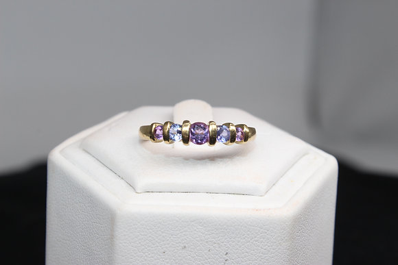 A 9ct gold ring, size O, weighing 2.5g
