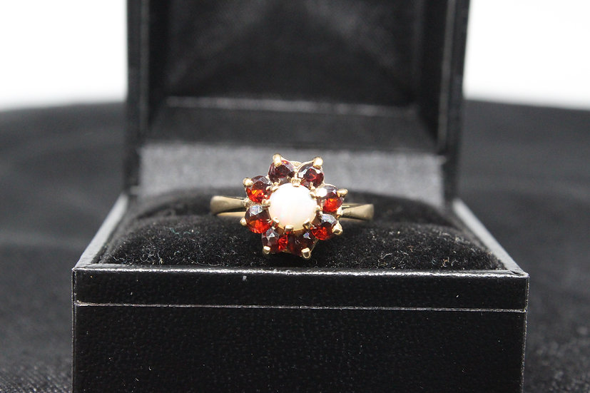 A 9ct gold ring, size P, weighing 2.2g