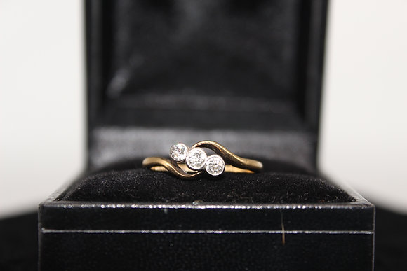 A 18ct gold and diamond ring, size K, weighing 2.1g