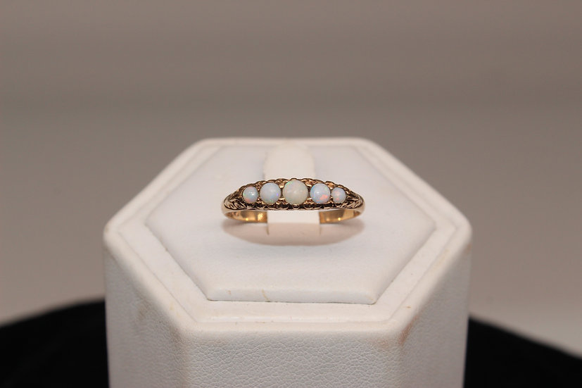 A 9ct gold ring, size S, weighing 2.1g