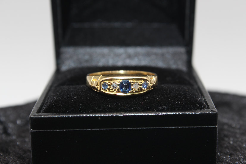 A 18ct gold, sapphire & diamond ring, size P, weighing 3.4g