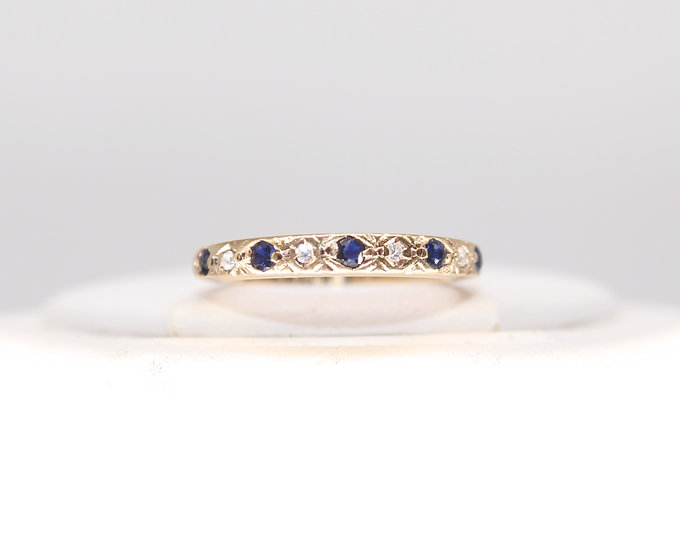 A 9ct gold, sapphire & diamond ring, size L, weighing1.7g