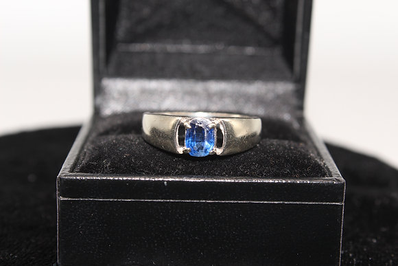 A 9ct gold and sapphire ring, size R, weighing 3.6g