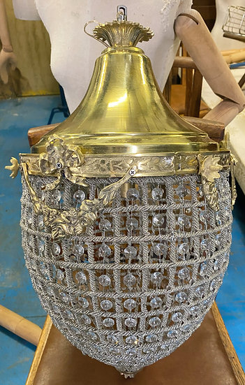Large 'pineapple' chandelier