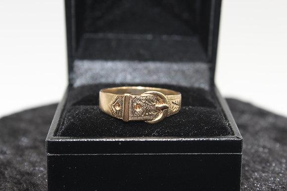 A 9ct gold ring, size U, weighing 3.2g