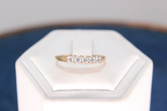 A 9ct gold ring, size O, weighing 1g