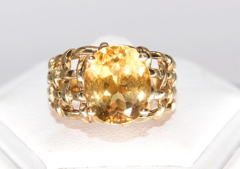 9ct gold orange stone weave design ring, size O, weighing 5.5g