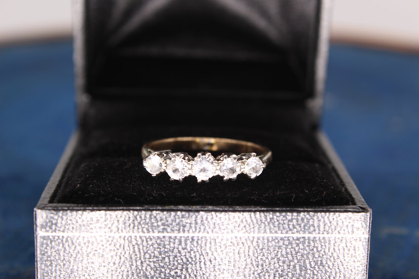 A 9ct gold ring, size O, weighing 2.1g
