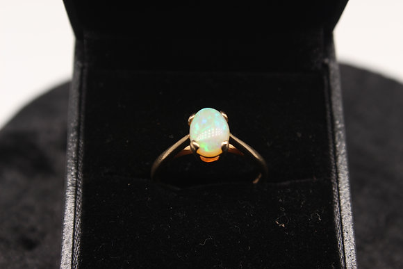 A 9ct gold & opal ring, size O, weighing 2g