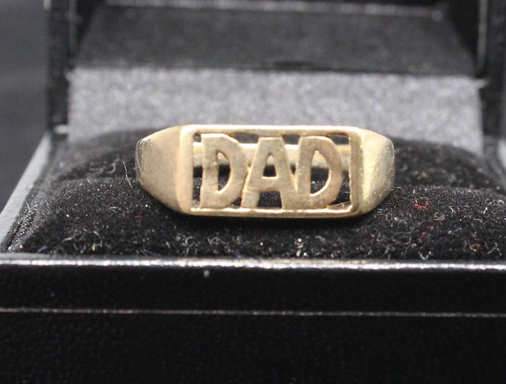 A 9ct gold 'DAD' ring, size T, weighing 2.5g