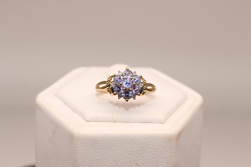 A 9ct gold and diamond ring, size M, weighing 1.6g