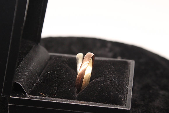 A 9ct trio of rings, size N, weighing 4.5g