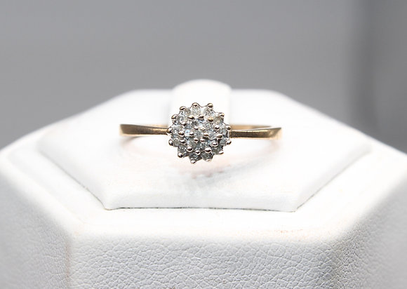 A 9ct gold ring, size Q, weighing 1.3g
