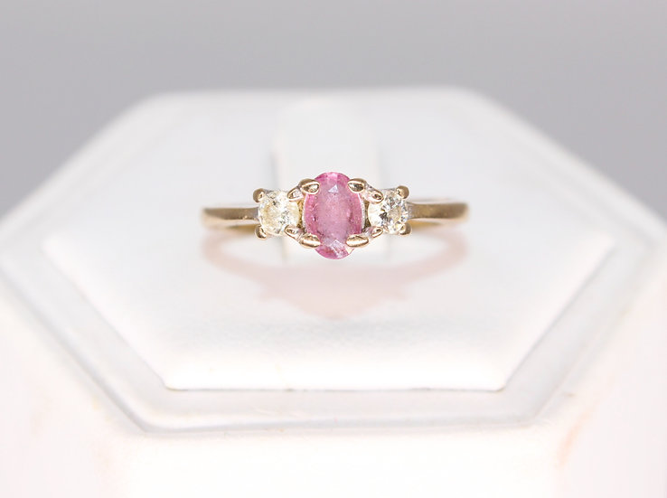 A 18ct gold, 20 PTS diamond & Pink Imperial Topaz, size O, weighing 2.8g