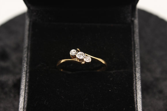 A 18ct gold diamond ring, size Q, weighing 1.9g