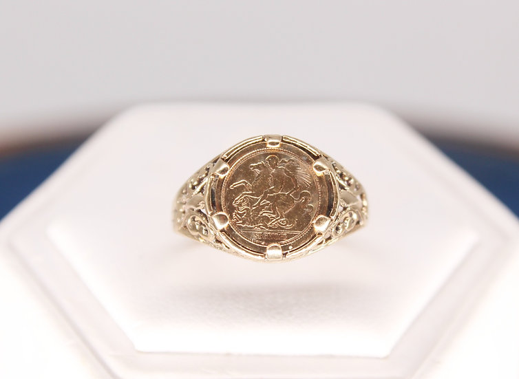 A 9ct replica quarter sovereign ring, size Q, weighing 2.2g