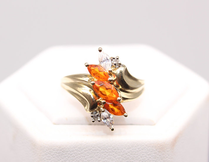 A 9ct gold ring, size Q, weighing 4.2g