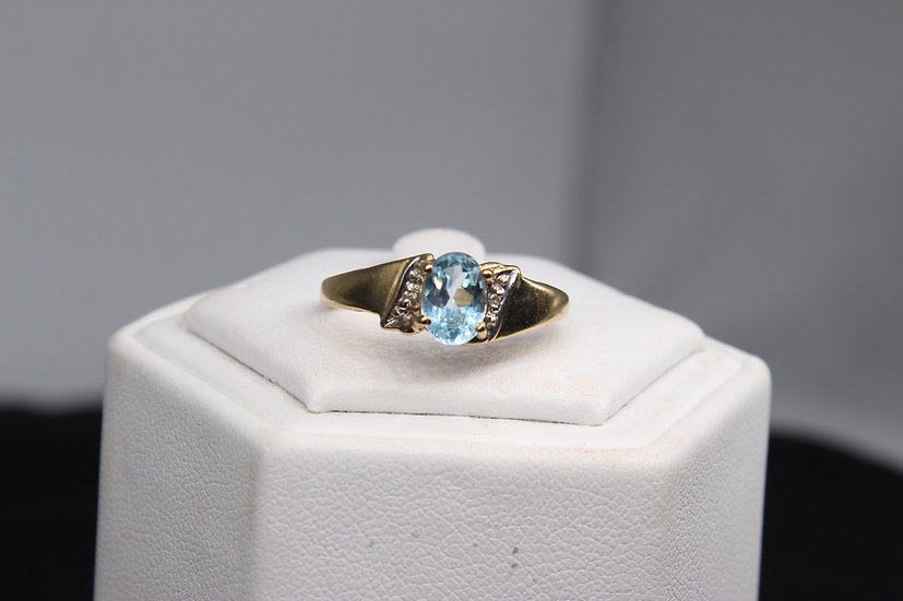 A 9ct gold ring, size N, weighing 2.3g