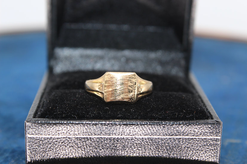 A 9ct gold ring, size J, weighing 2.2g