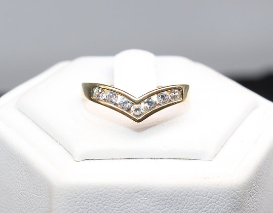 A 9ct gold ring, size M, weighing 1.8g