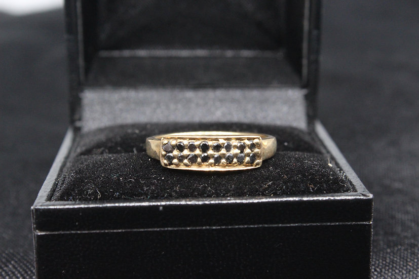 A 9ct gold ring, size O, weighing 2.4g