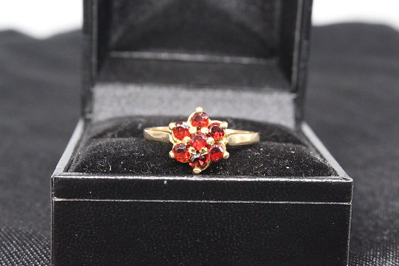 A 9ct gold ring, size Q, weighing 2.1g