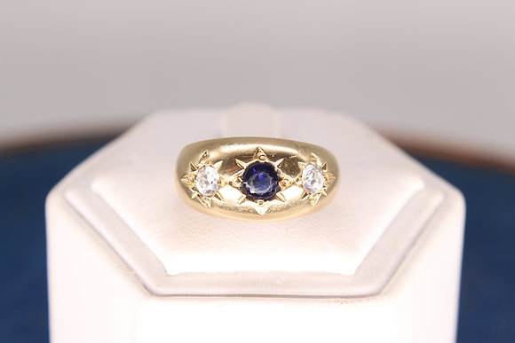 A 9ct gold & sapphire ring, size P, weighing 4.1g