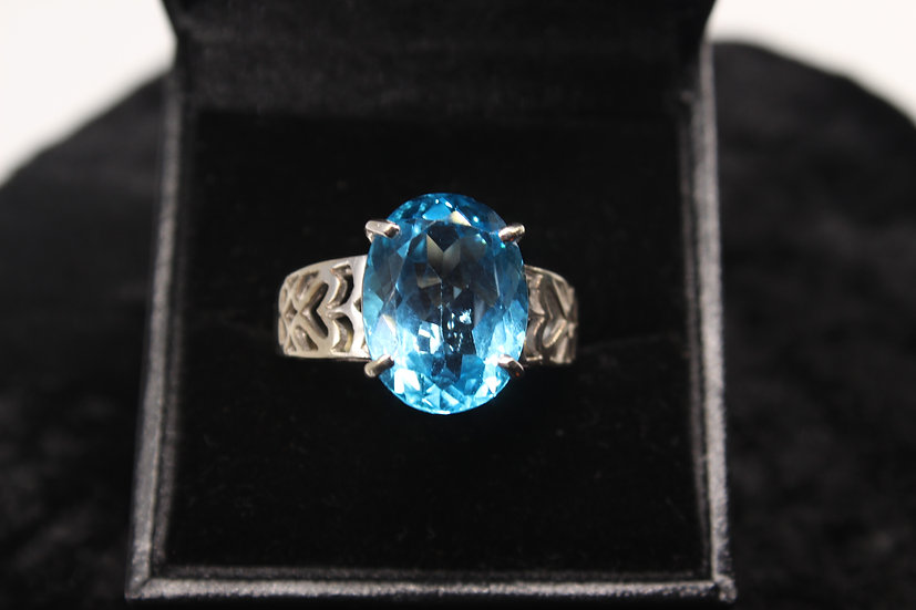 A 9ct gold & topaz ring, size T, weighing 8.3g
