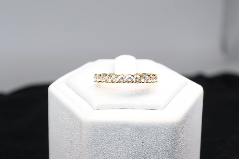 A 9ct gold ring, size N, weighing 2.9g