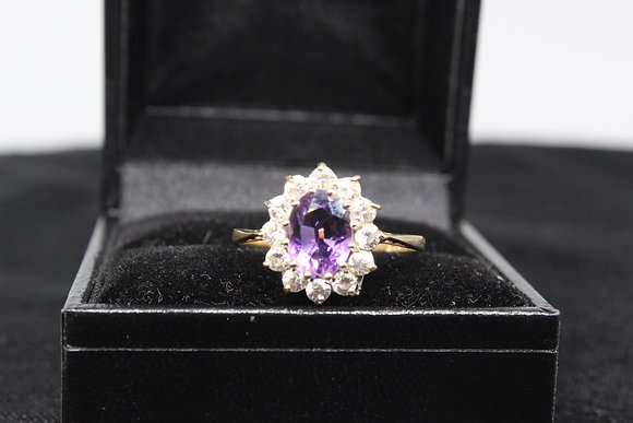 A 9ct gold ring, size R, weighing 2.2g