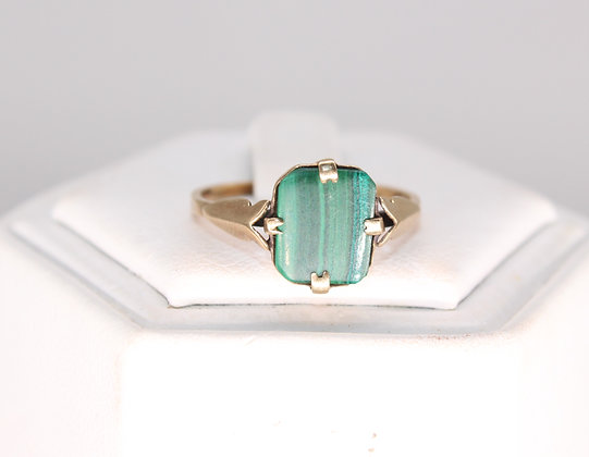 A 9ct gold ring, size O, weighing 1.5g