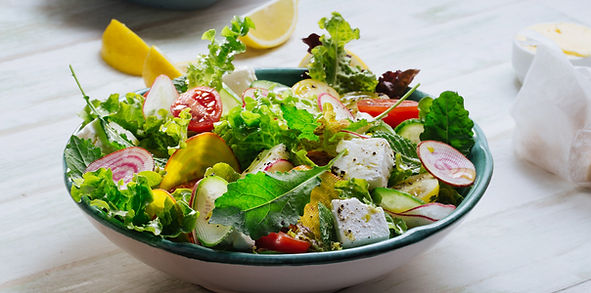 Frisk grøn salat med feta