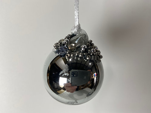 Winters Tale shiny grey ball with beads small