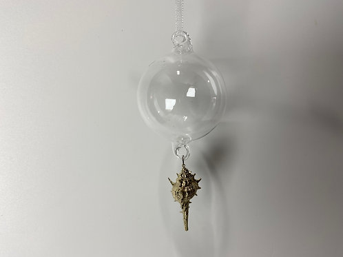 Winters Tale clear ball with gilded whelk shell