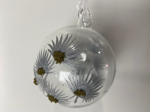 Winters Tale clear ball with silver grass heads