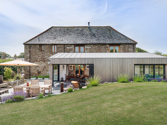 Extension to Grade II listed barn shortlisted for national award