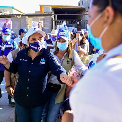 Recibe Maru fuerte apoyo de los juarenses en la colonia Felipe Ángeles