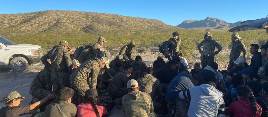 Localiza FGE grupo de migrantes en zona de desaparecidos de Coyame del Sotol