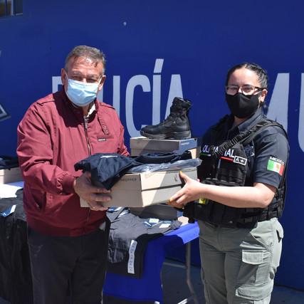DOTA GOBIERNO MUNICIPAL DE NUEVO CASAS GRANDES DE UNIFORMES A SEGURIDAD PÚBLICA Y POLICIA VIAL