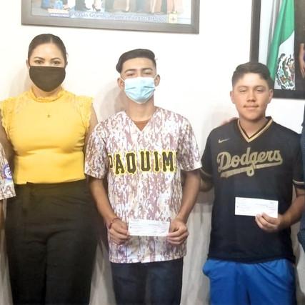 ENTREGA YESI REYES APOYO A ADOLESCENTES QUE PARTICIPARÁN EN CAMPEONATO NACIONAL DE BEISBOL
