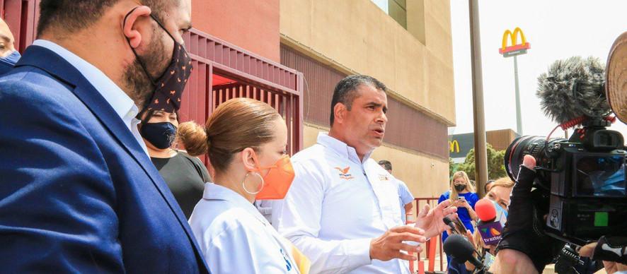 """Presenta Alfredo """"El Caballo"""" Lozoya amparo para vacunar vs Covid a personal de salud privado"""