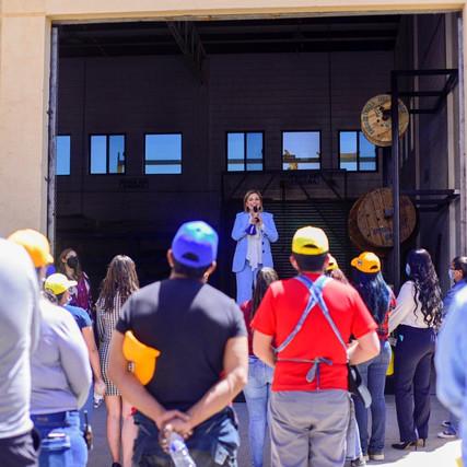 Presenta Maru sus resultados y propuestas a empleados del Grupo La Norteñita en Cuauhtémoc