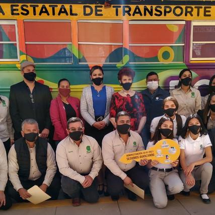 Entrega Yesi Reyes Autobús Escolar al Colegio de Bachilleres de Casas Grandes