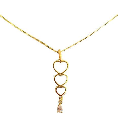 Gargantilha com corrente Veneziana, 45 cm e 3 corações com gota de zirconia pend
