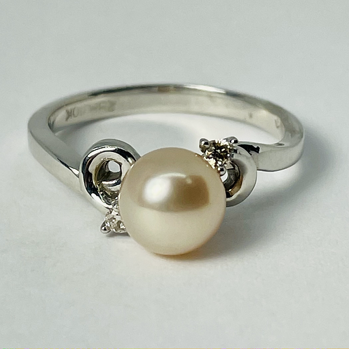 10kt White Gold Cultured Pearl & Diamond Ring