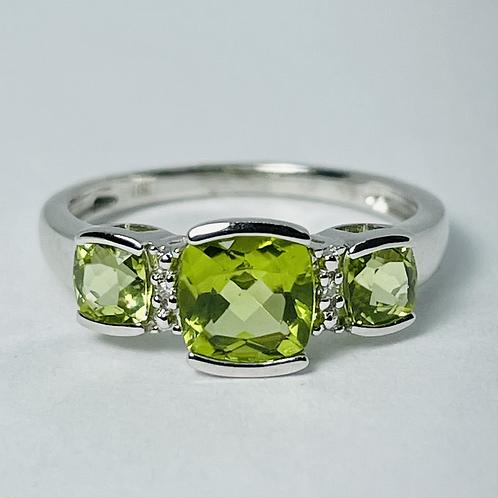 10kt White Gold Peridot & Diamond Ring
