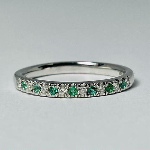 10kt White Gold Emerald & Diamond Band